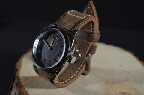 FOSSO is one of our hand crafted watch straps. Available in old walnut brown color, 4 - 4.5 mm thick.