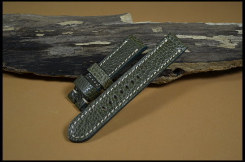 39 KARABU GREEN II 20-20 130-80 MM is one of our hand crafted watch straps. Available in green color, 3.5 - 4 mm thick.