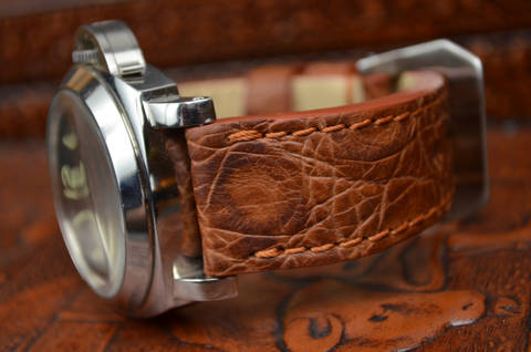 HAVANA I - ROUND SCALE is one of our hand crafted watch straps. Available in havana color, 3.5 - 4 mm thick.