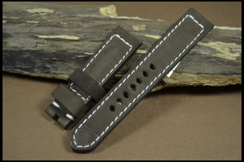 NUBUK VINTAGE BROWN I 22-20 130-80 MM is one of our hand crafted watch straps. Available in brown color, 4 - 4.5 mm thick.
