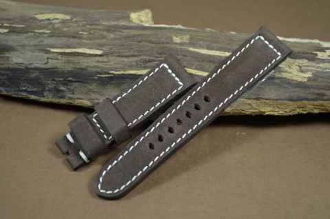 70 NUBUK VINTAGE BROWN I 22-20 130-80 MM is one of our hand crafted watch straps. Available in brown color, 4 - 4.5 mm thick.