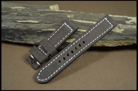 71 NUBUK VINTAGE BROWN I 20-20 130-80 MM is one of our hand crafted watch straps. Available in brown color, 4 - 4.5 mm thick.
