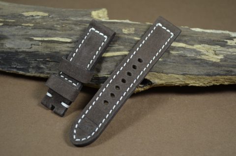 73 NUBUK VINTAGE BROWN I 20-20 115-75 MM is one of our hand crafted watch straps. Available in brown color, 4 - 4.5 mm thick.