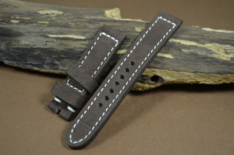 74 NUBUK VINTAGE BROWN I 20-20 130-80 MM is one of our hand crafted watch straps. Available in brown color, 4 - 4.5 mm thick.