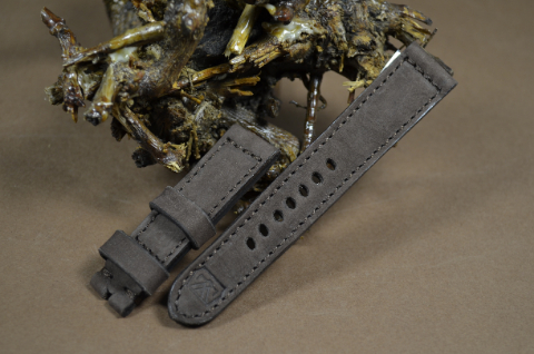 78 NUBUK VINTAGE BROWN II 22-20 130-80 MM is one of our hand crafted watch straps. Available in brown color, 4 - 4.5 mm thick.