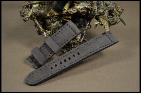 79 NUBUK VINTAGE BROWN II 22-20 130-80 MM is one of our hand crafted watch straps. Available in brown color, 4 - 4.5 mm thick.