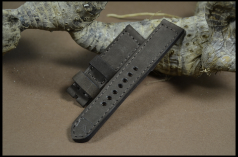 80 NUBUK VINTAGE BROWN II 22-20 130-80 MM is one of our hand crafted watch straps. Available in brown color, 4 - 4.5 mm thick.