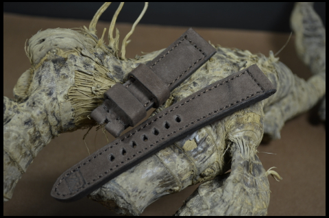84 NUBUK VINTAGE BROWN II 20-18 130-80 MM is one of our hand crafted watch straps. Available in brown color, 4 - 4.5 mm thick.