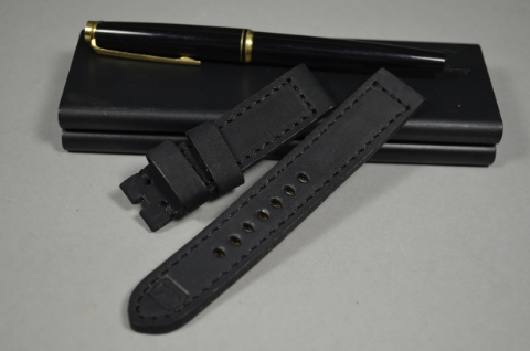96 NUBUK VINTAGE BLACK I 20-20 130-80 MM is one of our hand crafted watch straps. Available in black color, 4 - 4.5 mm thick.