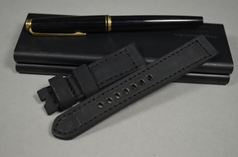 98 NUBUK VINTAGE BLACK I 20-18 130-80 MM is one of our hand crafted watch straps. Available in black color, 4 - 4.5 mm thick.