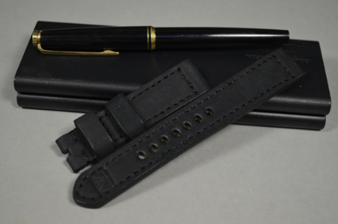 99 NUBUK VINTAGE BLACK I 20-18 130-80 MM is one of our hand crafted watch straps. Available in black color, 4 - 4.5 mm thick.
