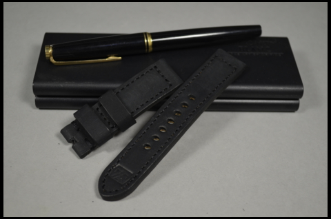 103 NUBUK VINTAGE BLACK I 20-20 115-75 MM is one of our hand crafted watch straps. Available in black color, 4 - 4.5 mm thick.