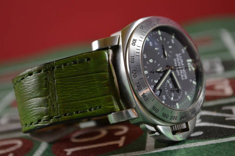 VINTAGE GREEN - SQUARE SCALE is one of our hand crafted watch straps. Available in vintage green color, 3.5 - 4 mm thick.