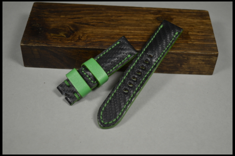 136 CARBON GREEN 20-20 115-75 MM is one of our hand crafted watch straps. Available in green color, 4 - 4.5 mm thick.