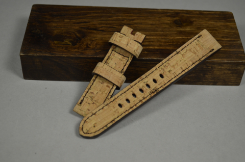 153 CORK I 20-18 130-80 MM is one of our hand crafted watch straps. Available in cork color, 4 - 4.5 mm thick.