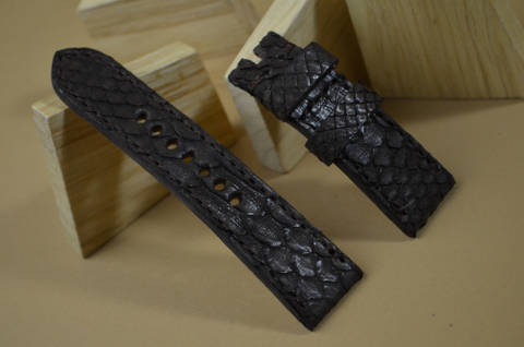 BROWN I MATTE is one of our hand crafted watch straps. Available in brown color, 4 - 4.5 mm thick.