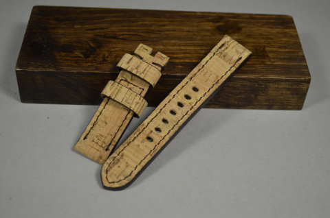 156 CORK I 20-20 115-75 MM is one of our hand crafted watch straps. Available in cork color, 4 - 4.5 mm thick.