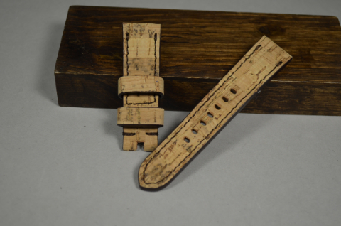 158 CORK I 22-20 115-75 MM is one of our hand crafted watch straps. Available in cork color, 4 - 4.5 mm thick.