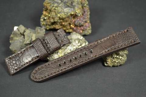 13 BROWN 22-20 130-80 MM is one of our hand crafted watch straps. Available in brown color, 4 - 4.5 mm thick.