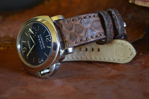 VINTAGE BROWN I MATTE is one of our hand crafted watch straps. Available in vintage brown color, 4 - 4.5 mm thick.