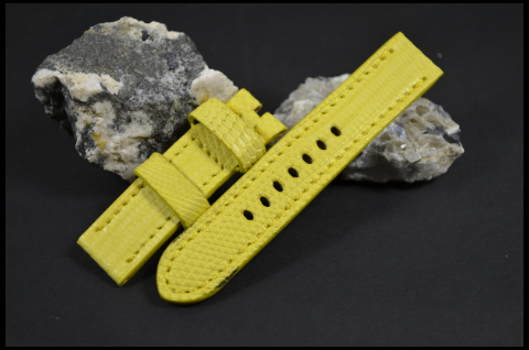 33 YELLOW 20-20 115-75 MM is one of our hand crafted watch straps. Available in yellow color, 4 - 4.5 mm thick.