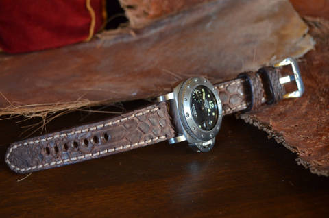 VINTAGE BROWN II MATTE is one of our hand crafted watch straps. Available in vintage brown color, 4 - 4.5 mm thick.