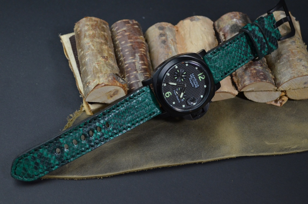 GREEN MATTE is one of our hand crafted watch straps. Available in green color, 4 - 4.5 mm thick.