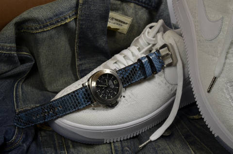 JEANSBLUE is one of our hand crafted watch straps. Available in jeansblue color, 4 - 4.5 mm thick.