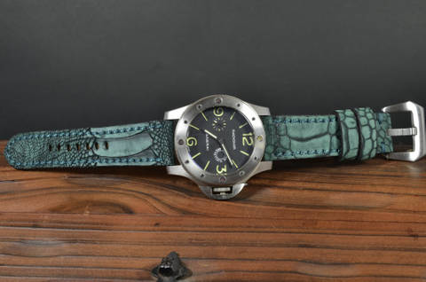 NUBUK GREEN MATTE is one of our hand crafted watch straps. Available in green color, 4 - 4.5 mm thick.