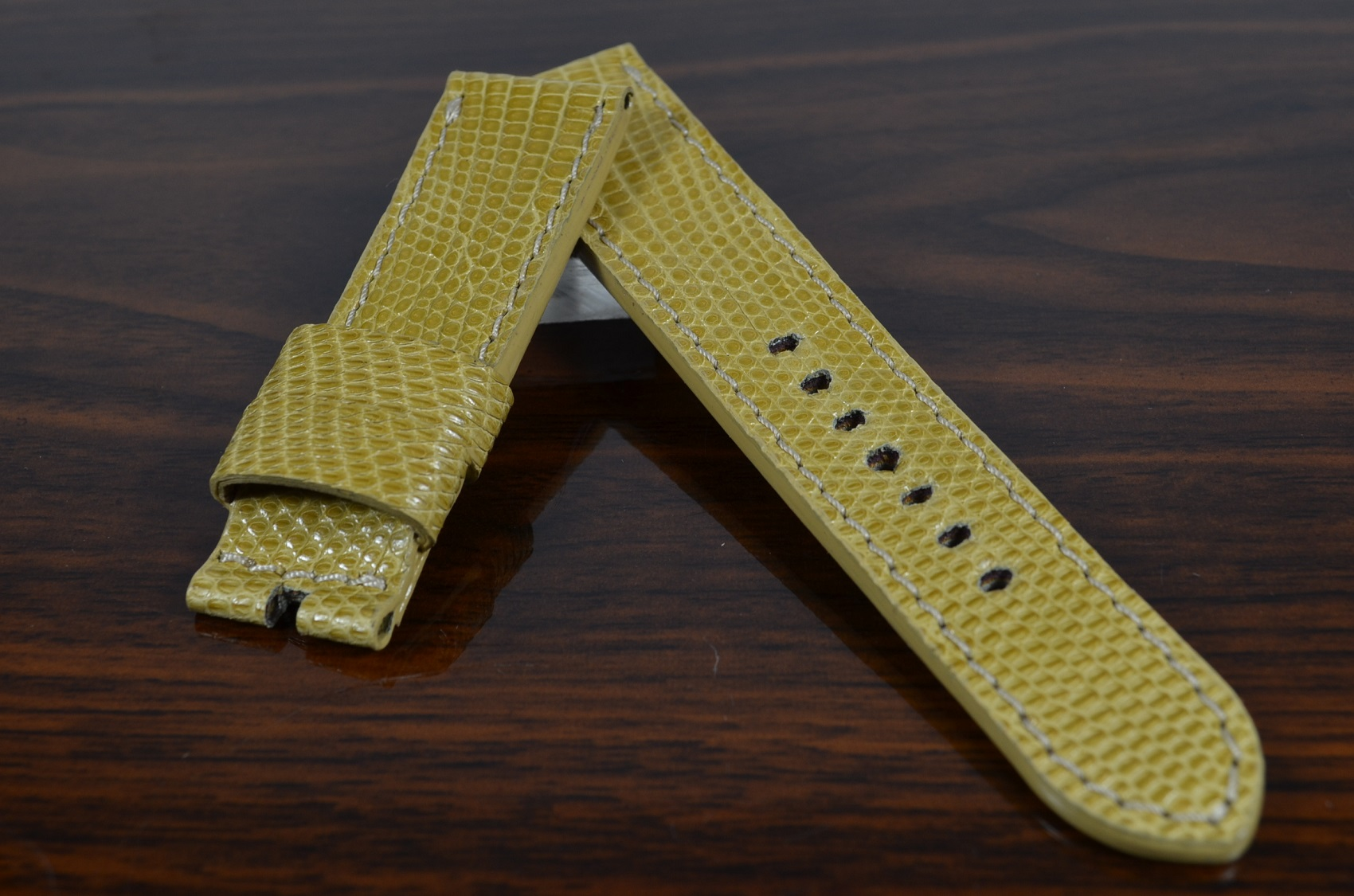 BEIGE SHINY is one of our hand crafted watch straps. Available in beige color, 3.5 - 4 mm thick.