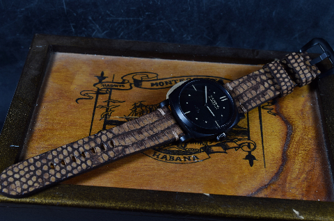 BROWN SPOTT MATTE II is one of our hand crafted watch straps. Available in brown spotted color, 4 - 4.5 mm thick.