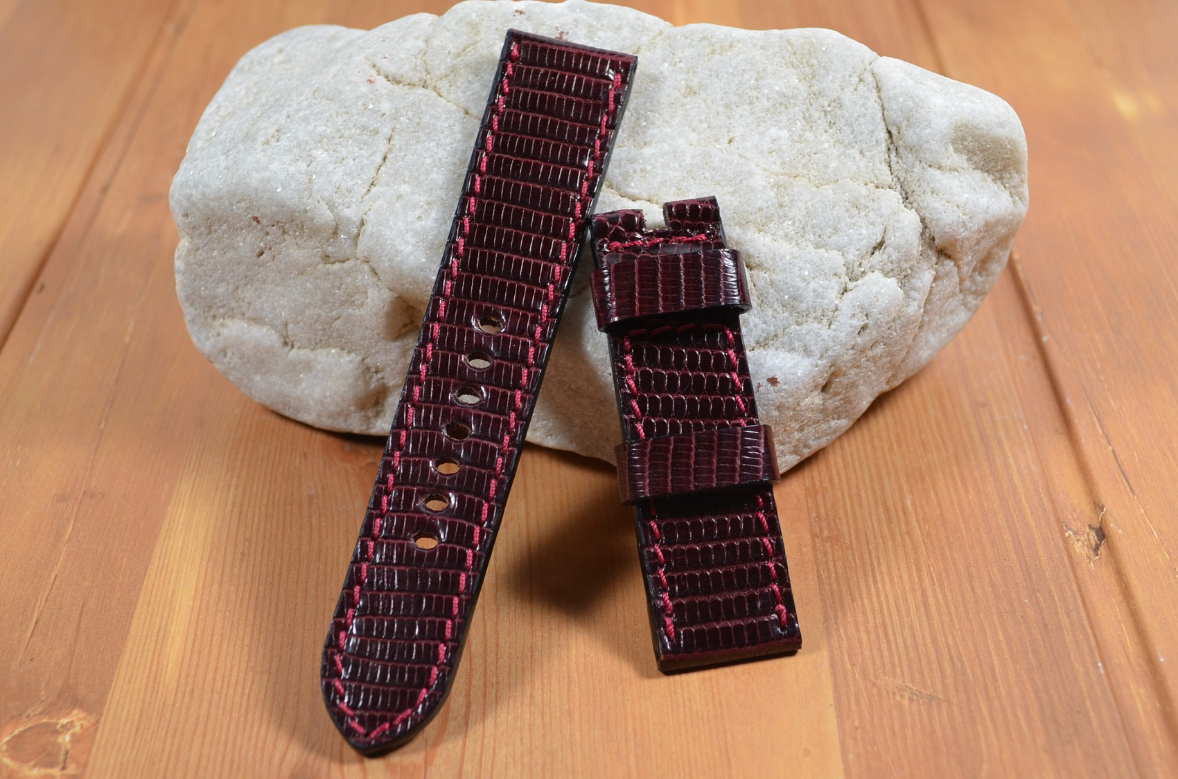 BURGUNDY SHINY is one of our hand crafted watch straps. Available in burgundy color, 3.5 - 4 mm thick.