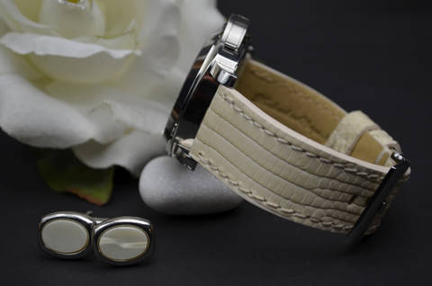 CREAM SHINY is one of our hand crafted watch straps. Available in cream color, 3.5 - 4 mm thick.