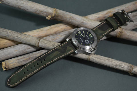 CRIPSIS is one of our hand crafted watch straps. Available in camouflage color, 4 - 4.5 mm thick.