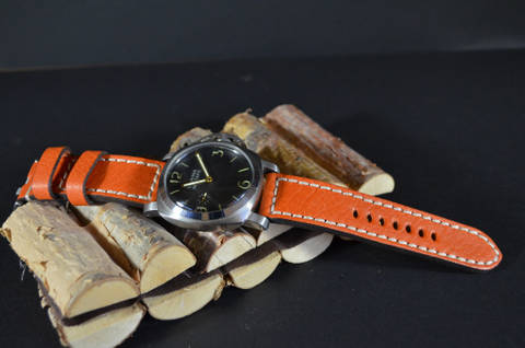 POLPA is one of our hand crafted watch straps. Available in orange color, 4 - 4.5 mm thick.