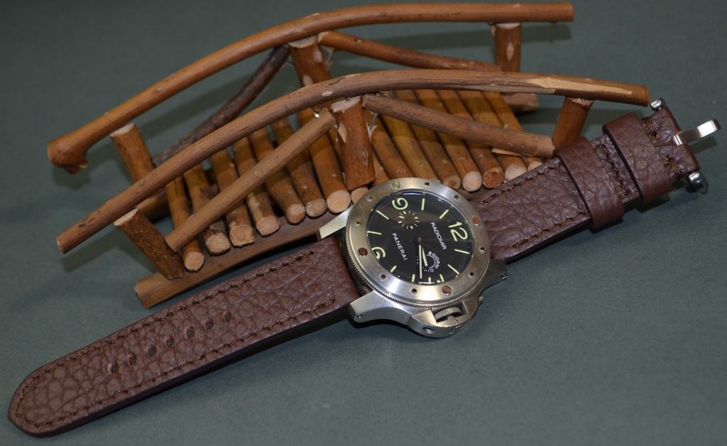 BROWN I MATTE is one of our hand crafted watch straps. Available in brown color, 3.5 - 4 mm thick.