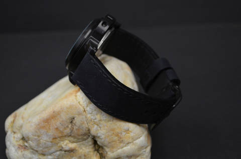 I BLACK is one of our hand crafted watch straps. Available in black color, 3.5 - 4 mm thick.