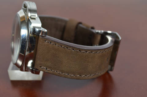 I BROWN is one of our hand crafted watch straps. Available in brown color, 3.5 - 4 mm thick.