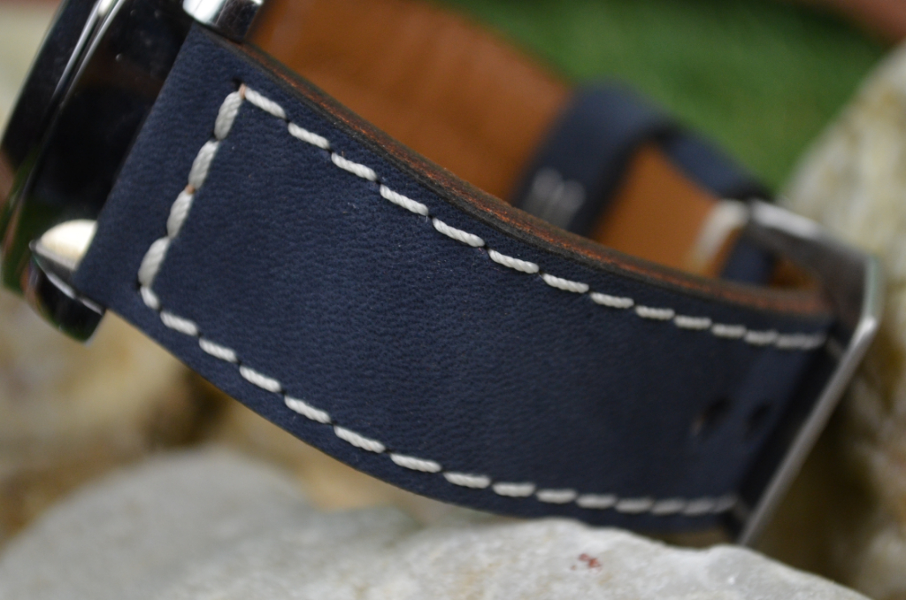 I MARINE BLUE is one of our hand crafted watch straps. Available in marine blue color, 3.5 - 4 mm thick.