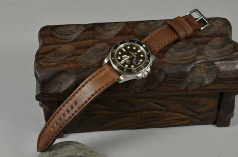 NEW BROWN IV is one of our hand crafted watch straps. Available in oil brown color, 3 - 3.5 mm thick.