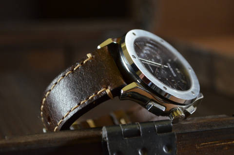 LISO is one of our hand crafted watch straps. Available in brown color, 3 - 3.5 mm thick.