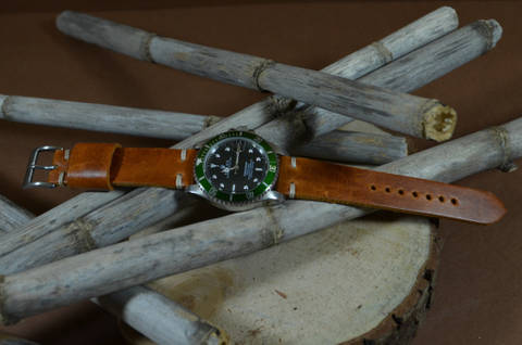 MINIMUS III CARAMEL is one of our hand crafted watch straps. Available in caramel brown color, 3 - 3.5 mm thick.