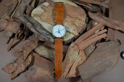 MINIMUS IV CARAMEL is one of our hand crafted watch straps. Available in caramel brown color, 3 - 3.5 mm thick.