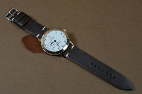 MINIMUS V CHOCOLATE is one of our hand crafted watch straps. Available in chocolate color, 3 - 3.5 mm thick.