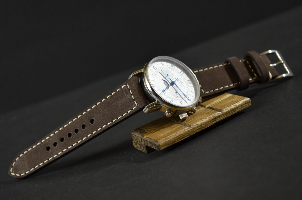 VINTAGE BROWN II is one of our hand crafted watch straps. Available in brown color, 3 - 3.5 mm thick.