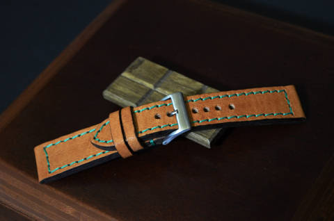 HAVANA GR is one of our hand crafted watch straps. Available in havana color, 3 - 3.5 mm thick.