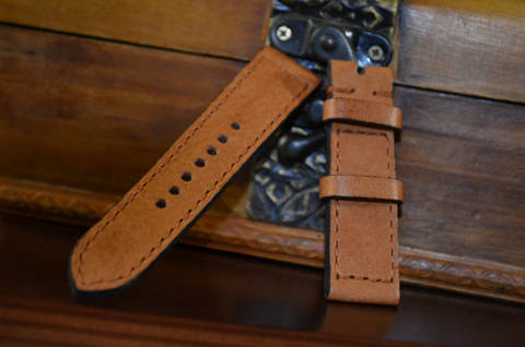 HAVANA I is one of our hand crafted watch straps. Available in havana color, 3 - 3.5 mm thick.
