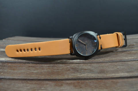 MINIMUS II HONEY is one of our hand crafted watch straps. Available in honey color, 4 - 4.5 mm thick.