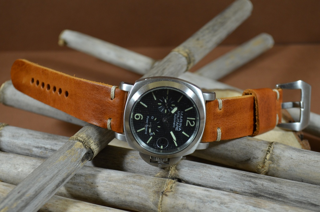 MINIMUS III CARAMEL is one of our hand crafted watch straps. Available in caramel brown color, 4 - 4.5 mm thick.
