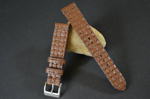BRAIDY BROWN I is one of our hand crafted watch straps. Available in brown color, 3 - 3.5 mm thick.